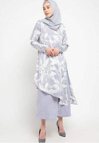 warna baju kulit sawo matang abu-abu